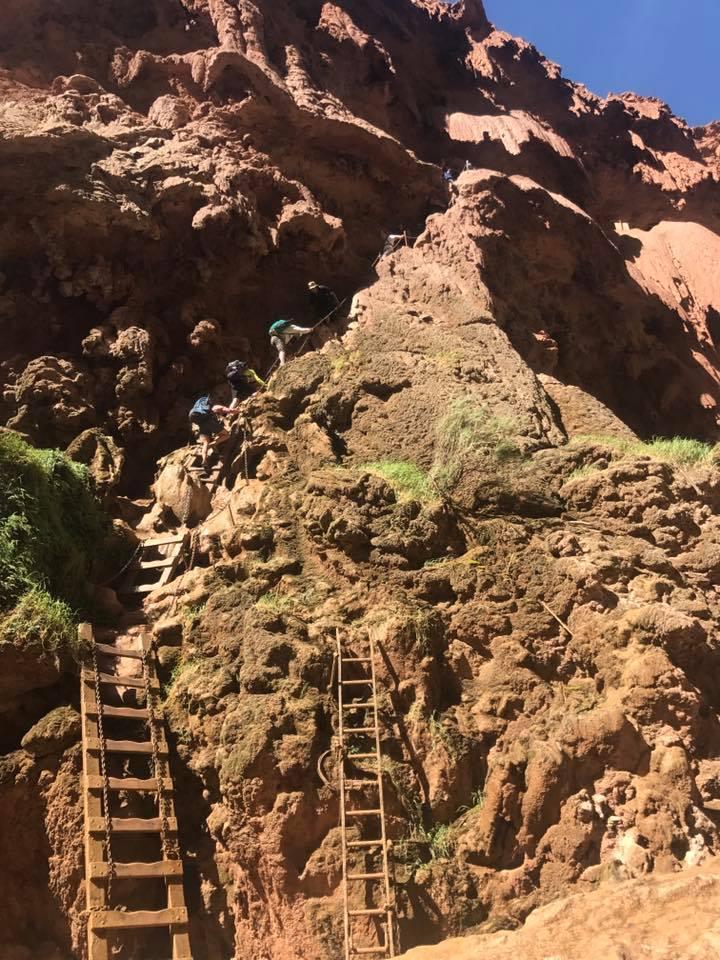 mooney falls hike